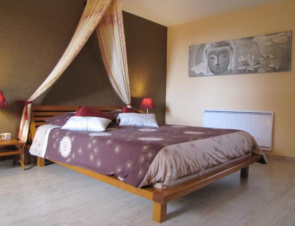 Ceylan's queen bed